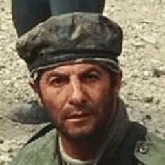 Daniel Stevens como Terrorista de los Diez Anillos #3