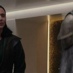 Loki es visitado por una ilusión de Frigga.