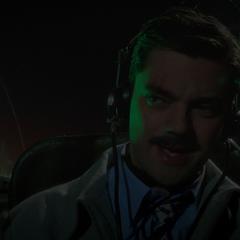 Stark volando hipnotizado hacia Nueva York.