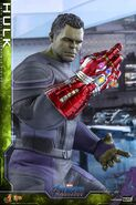 Hulk Nano Gauntlet Hot Toys 5