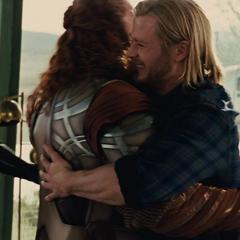 Thor se reencuentra con Sif y los Tres Guerreros.