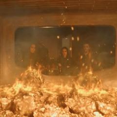 Johnson y el equipo se deshacen del Simulacro Dotado de Vida.