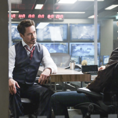 Rogers discute con Stark acerca de qué pasara con el resto del equipo.
