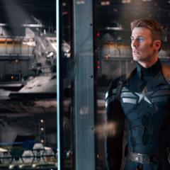 Rogers viendo los nuevos Helicarriers de S.H.I.E.L.D.