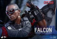 Falcon Civil War Hot Toys 17