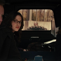 Foster decide buscar a Thor en su camioneta.