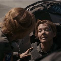 Mar-Vell habla con Danvers tras estrellarse.