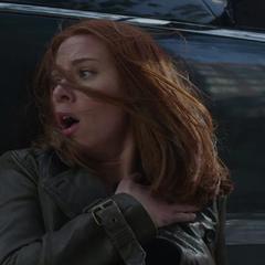 Romanoff tras dispararle una granada al Soldado del Invierno.