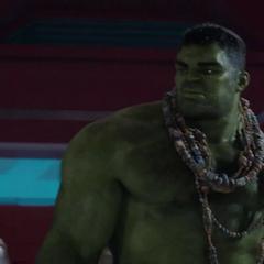 Hulk escucha las quejas de Thor.
