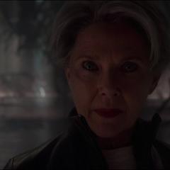 La Inteligencia Suprema es amenazada y vencida por Danvers.