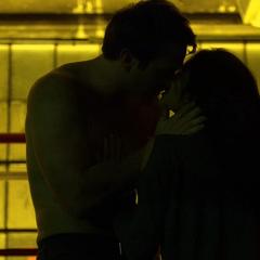 Murdock tiene sexo apasionado con Elektra.
