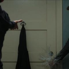 Stark es detenido por Parker.