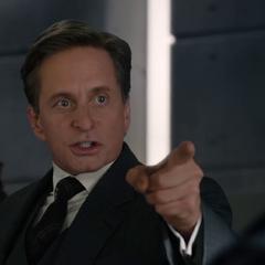 Pym amenaza a Carson.