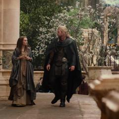 Foster y Thor recorren los senderos de Asgard.
