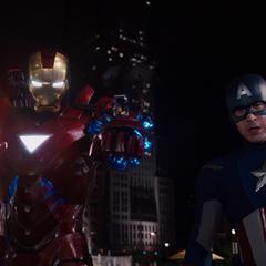 Rogers y Stark detienen a Loki.