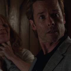 Killian confronta a Hansen por ayudar a Stark.