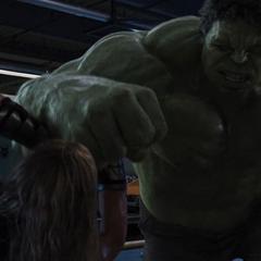Hulk confronta a Thor en el Helicarrier.
