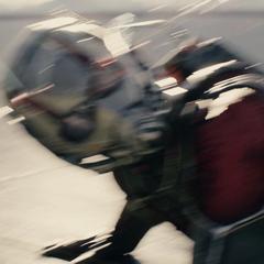Pym ve a Janet haciéndose subatómica para cumplir la misión.