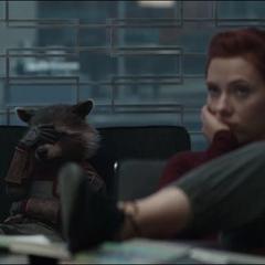 Romanoff escucha la explicación de Thor.