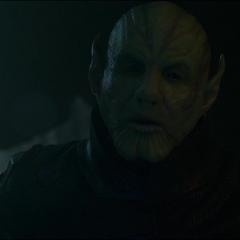 Talos secuestra a Vers y le revela su verdadera apariencia.