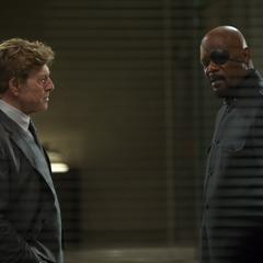 Pierce se reúne con Fury.