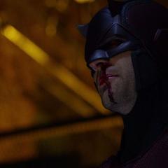 Daredevil habla con Mahoney de la situación.