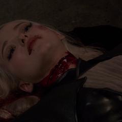 Ruby muere tras que su garganta fuera cortada por Rodriguez.