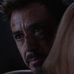 Stark consola a Potts por los últimos acontecimientos.