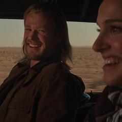 Thor y Foster viajan en la camioneta.