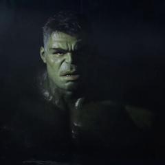 Hulk descubre a Thor despierto.