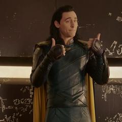 Loki intentan convencer a Thor de unirse a él para gobernar Sakaar.