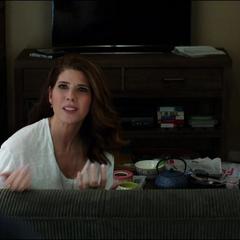 Maybelle se emocionada por la beca de Peter..