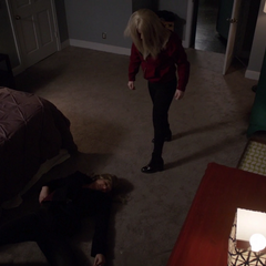 Ruby somete a Hale antes de abandonarla.
