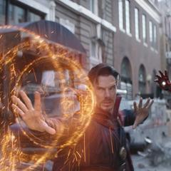 Strange y Stark se defienden de Maw.