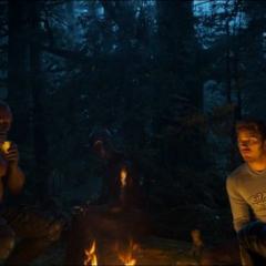 Gamora hace una fogata con el equipo para escuchar a Ego.