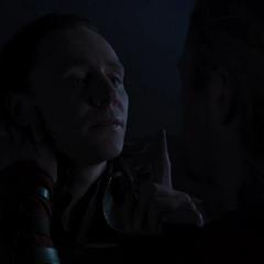 Loki es interrogado por Thor.