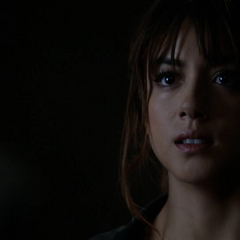 Skye escucha a Ward hablarle sobre su padre.
