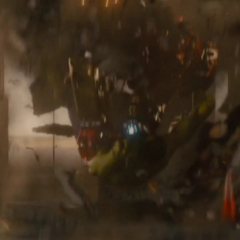 Stark sometiendo a Hulk.