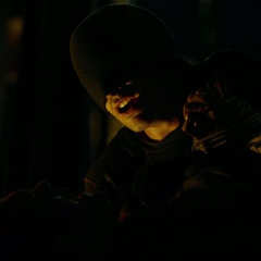 Murdock amenaza a un mafioso.