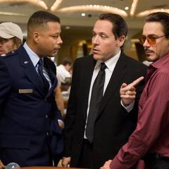 Hogan con Stark y Rhodes en el casino.