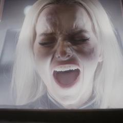 Ruby gritando en agonía tras comenzar con el experimento.