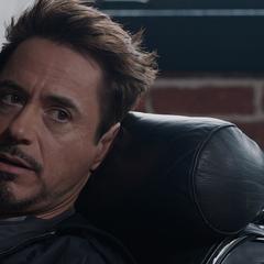 Stark descubre que Banner se quedó dormido todo el tiempo.