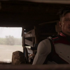 Barton viaja en el tiempo hasta su granja.