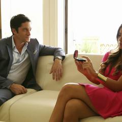 Skye se infiltra en la mansión y habla con Quinn.