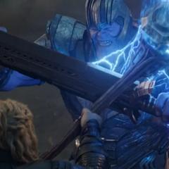 Thor se defiende de Thanos.