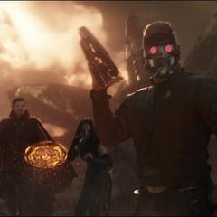 Quill y sus aliados llegan a la Batalla de la Tierra.
