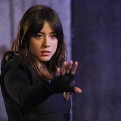 Skye usa sus poderes contra los agentes de HYDRA.