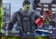 Hulk Nano Gauntlet Hot Toys 9
