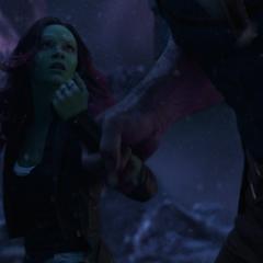 Gamora a punto de ser sacrificada por Thanos.