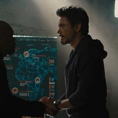 Stark hace un trato con Fury.